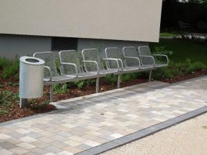 Zum Zuschauen und Ausruhen: eine wunderbare Sitzreihe