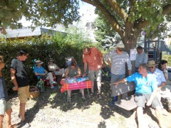 Die Turnierleitung hatte sich den Schattenplatz unter dem Baum beim Spielplatz gesichert