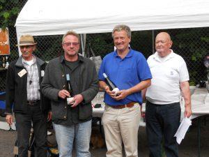 Auch Heribert und Gerhard erhielten noch ein Fläschchen für Platz 5